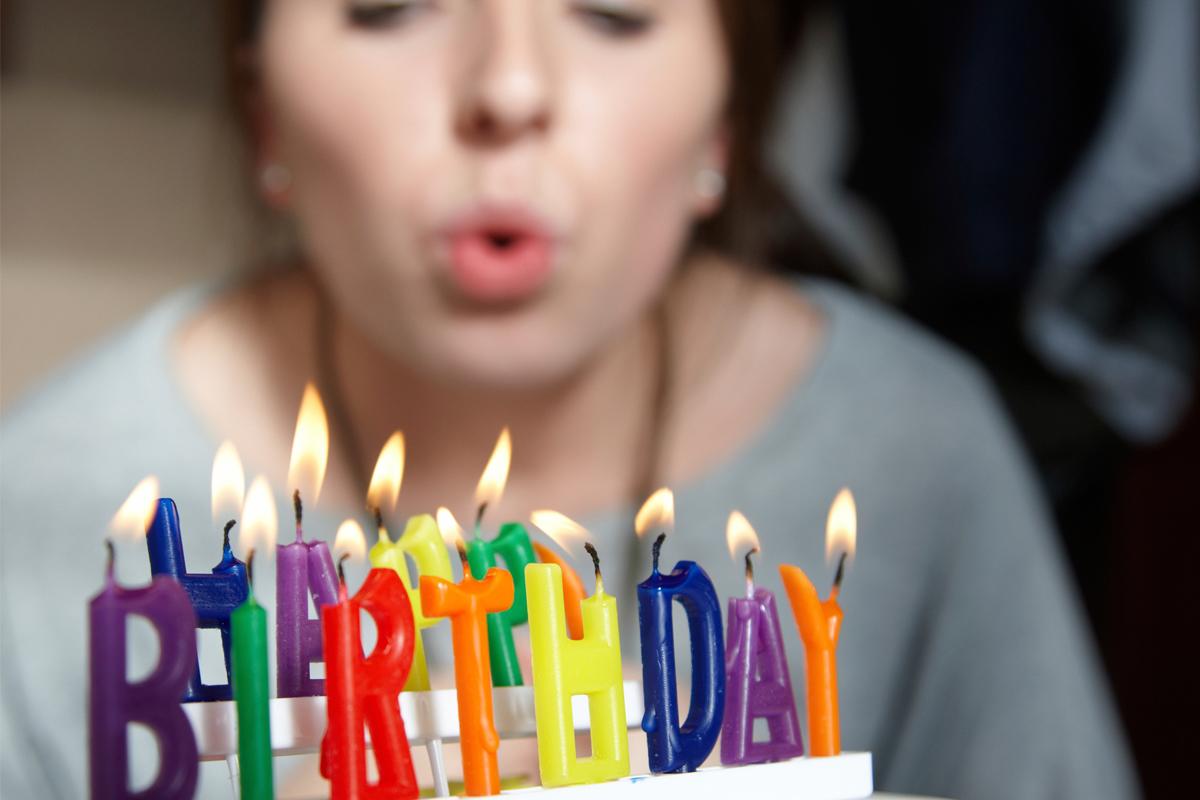 Почему нельзя отмечать день рождения заранее: приметы, связанные с празднованием и какие могут быть последствия
