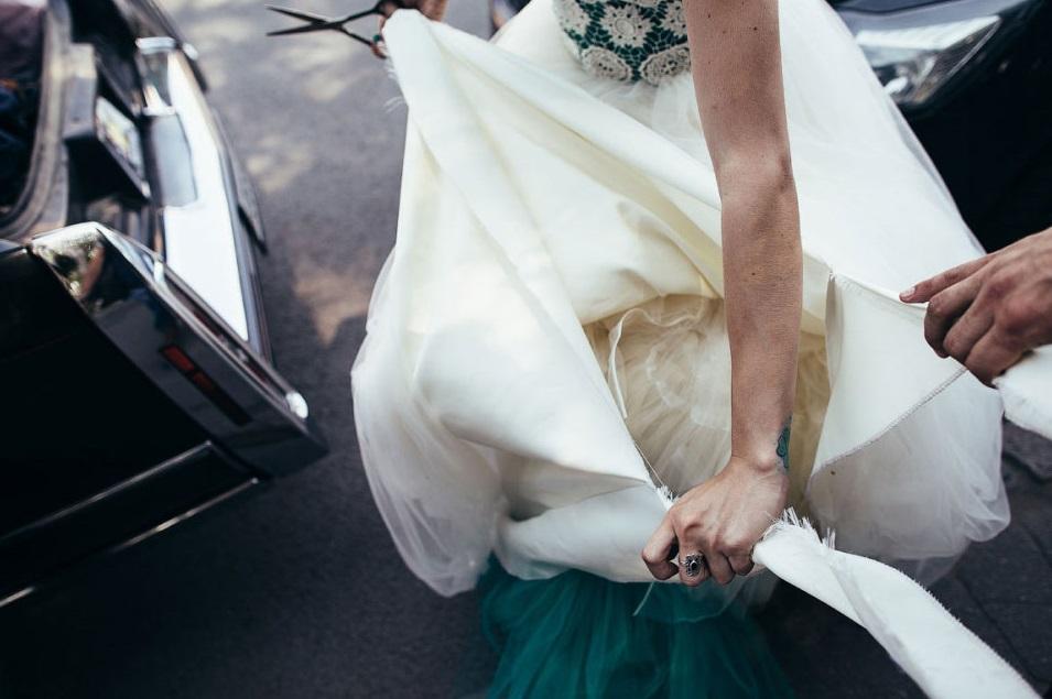 невеста в рваном платье