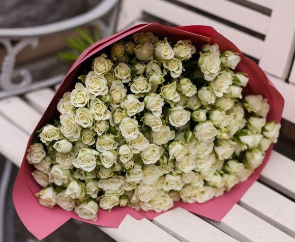 Белые розы: к чему дарят
