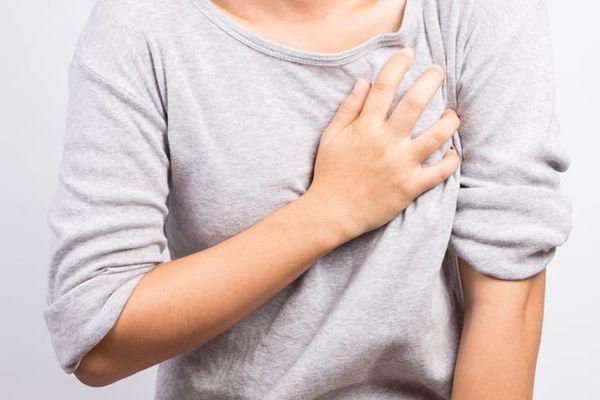 к чему чешется левая грудная железа у женщины приметы