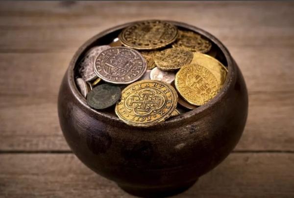 monety v gorshke