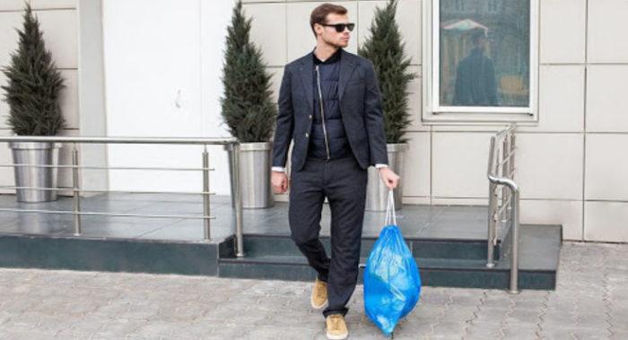 Мужчина с мусором